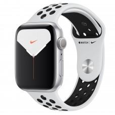 Apple Watch Nike Series 5, 44 мм, корпус из алюминия серебристого цвета, спортивный ремешок Nike цвета «чистая платина/чёрный»